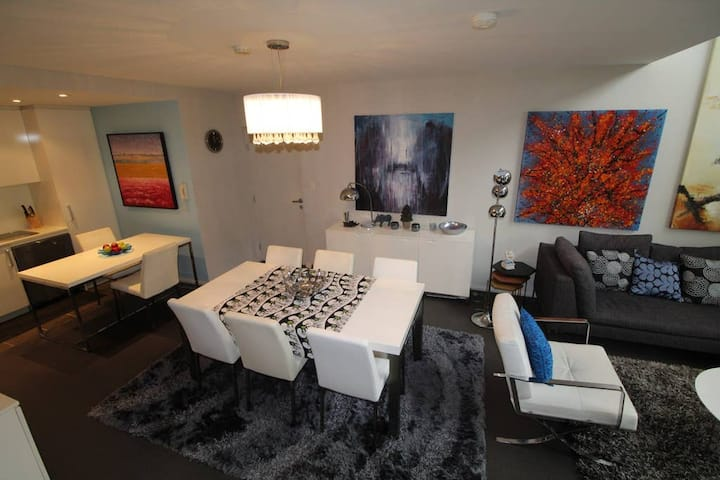 Your Penthouse City Delight - Perth City
