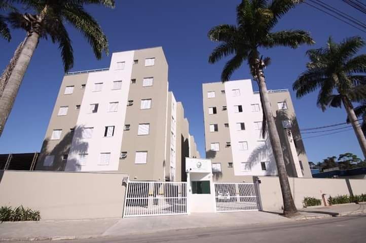 Apartamento Condomínio com Piscina - Bloco F Ap 21