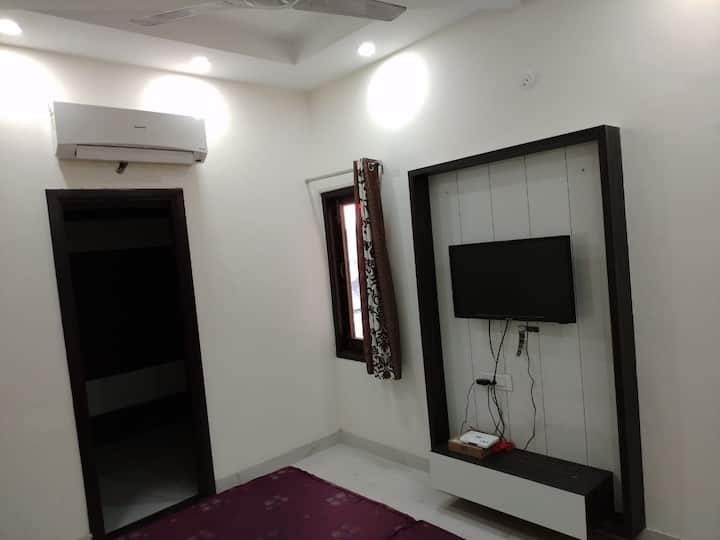 book private room @1k or 2bhk full apartment @2.5k