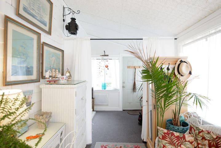 Private Sunroom located in cozy cove neighborhood