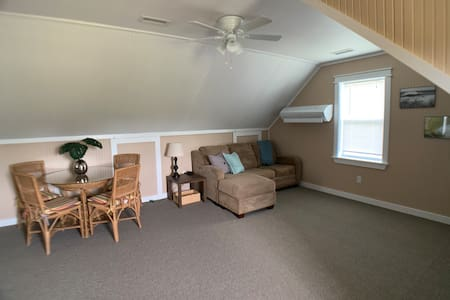 Saltwater Apartment-Minutes to best beaches!