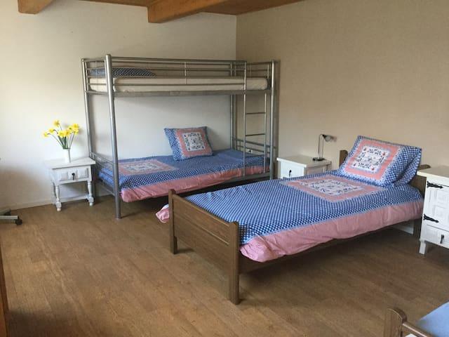 Royale privé kamer in een mooie vakantiewoning.
