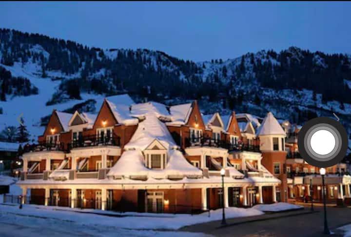 Entire One Bedroom Condo at Hyatt Grand Aspen