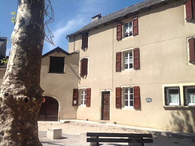 Maison Saint-Pierre au 2ème étage - Ispagnac - Flat