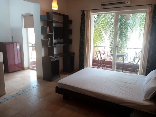 2nd Floor Studio - Calangute Beach 10 min walk