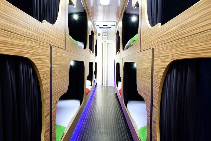 Luxury Mobile Group Accomodation - Melbourne - Camper/RV