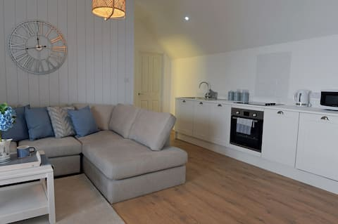 Newly Available  Harbour Cove Apartment, Tenby