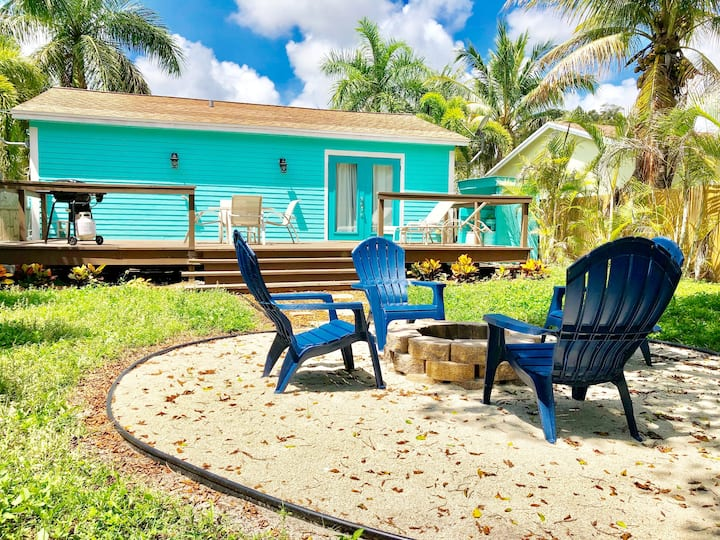 ★Delray Daydream Tropical Cottage w/ Huge Yard!★