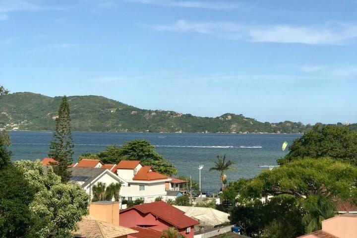 Estúdio Rústico com visual da Lagoa da Conceição.