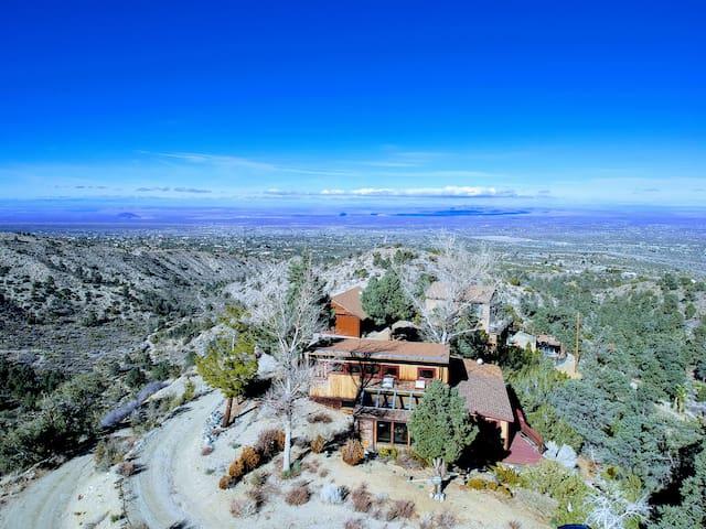 Scenic Getaway - Desert Mountain - Rustic Cabin
