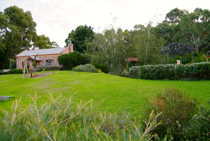 Pear Tree Hollow Cottage ForCouplesWho Love Nature
