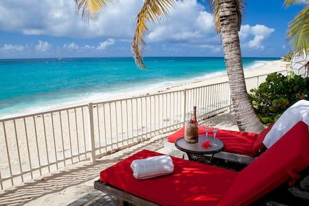BLBH2 - Beachfront villa on Baie Longue Beach, Terres Basses - Free Wifi