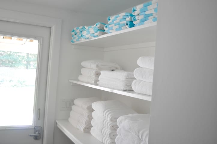 Lots of fluffy towels for bath and beach await.
