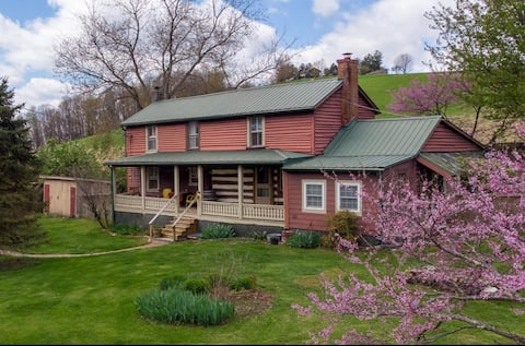 Happy Valley Log Cabin in the Shenandoah Valley