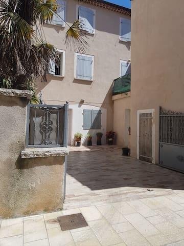 Brignoles appartement T3 location vacance