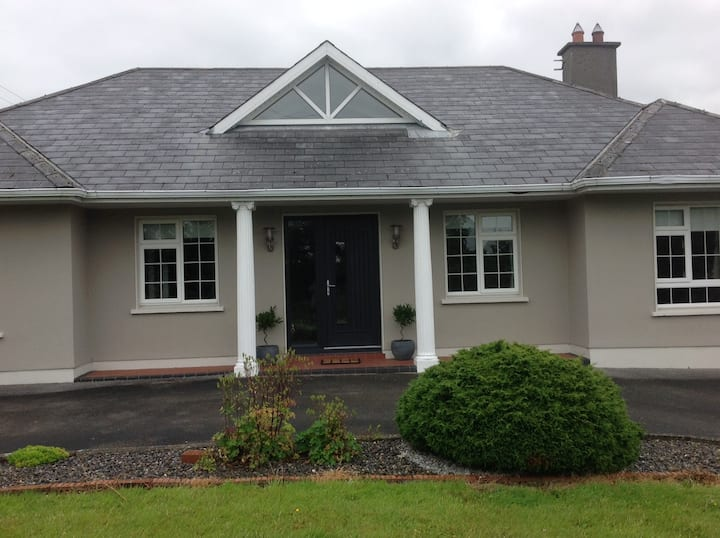 Spacious Room Adjacent to Waterford Greenway