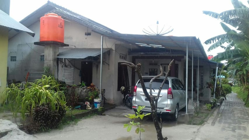 Almira Homestay is Belitung Homestay for Bacpacker - Tanjung Pandan - House
