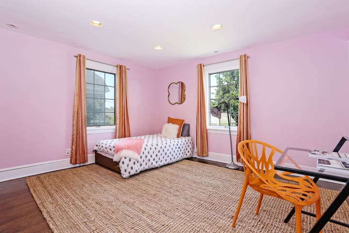 Private bedroom in dog friendly home in scarsdale