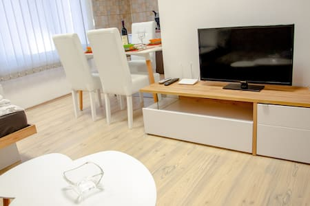 City CENTER free private PARKING holiday apartment