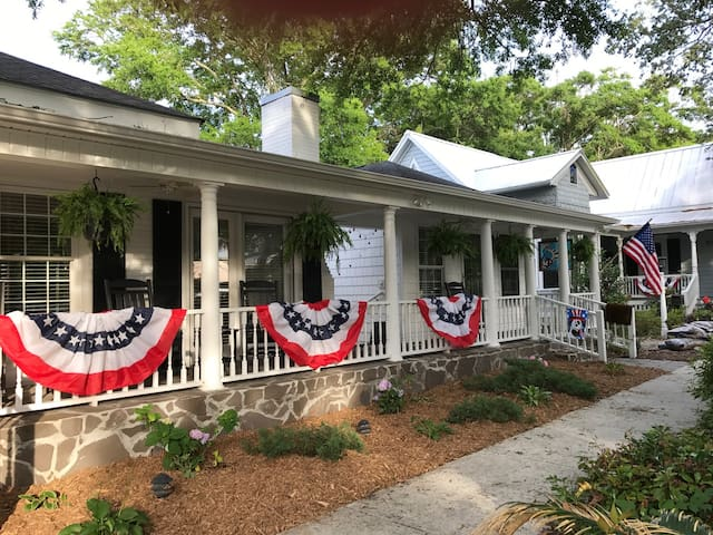 Quaint Home in the Heart of Downtown Southport