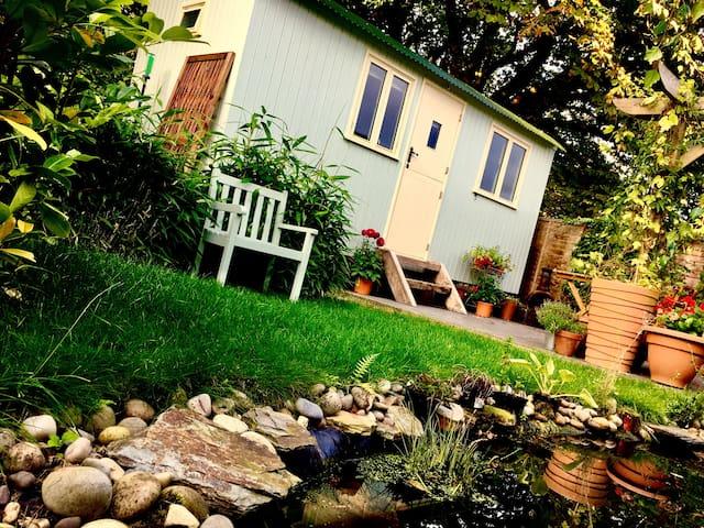 Hut in the Hollow - Shepherd's Hut #Cozy #Romantic