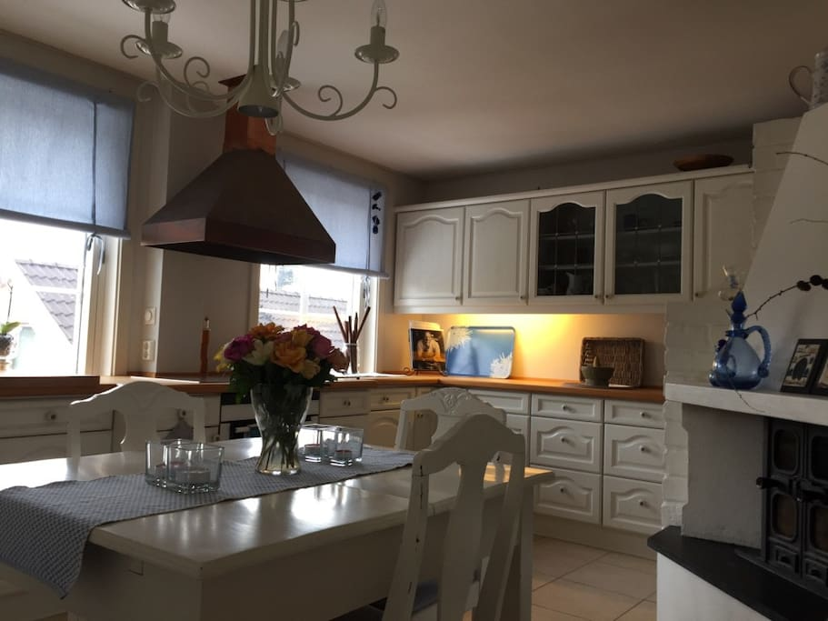 Bright and inviting fully equipped kitchen with extendable table and excellent  cooking facilities. Incl. dishwasher, induction stove, fridge and freezer and coffeemaker.