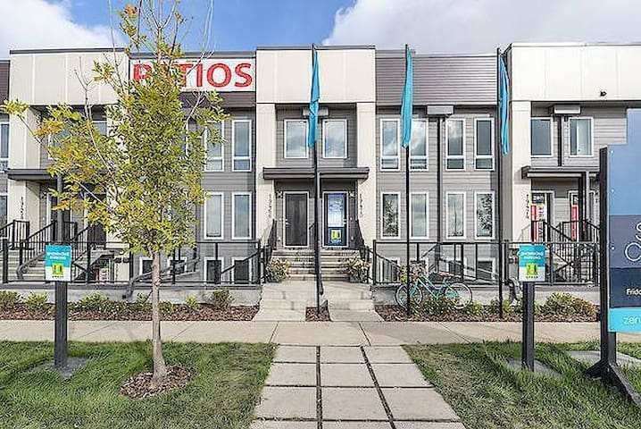 Condo in South East Calgary 30 mins from DT