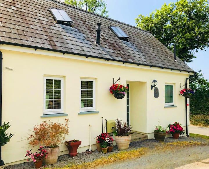 Penally Cottage (sleeps 5), Pontgarreg.