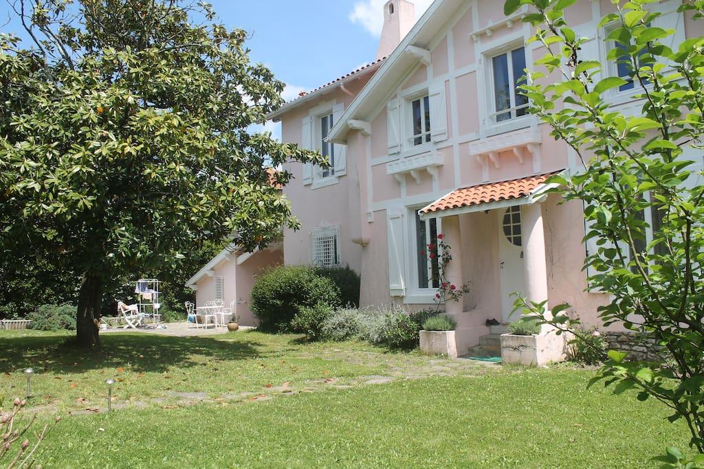 Villa biarritz piscine chauff e s curis e jardin for Piscine jardin 100m2