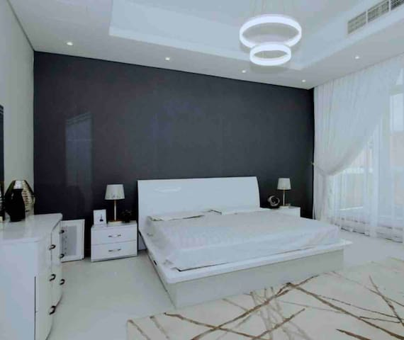 Luxury and Brand New Queen Size bedroom with nanny
