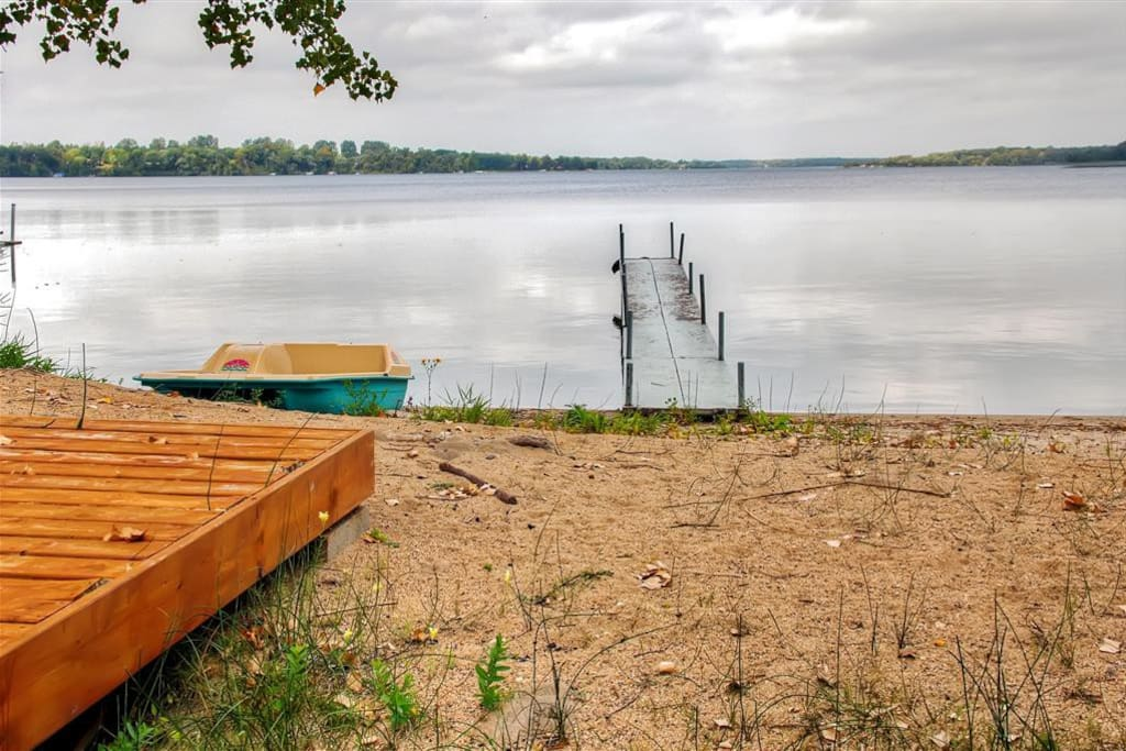 You simply can't beat this cabin's prime lakefront location on a beautiful sandy beach!
