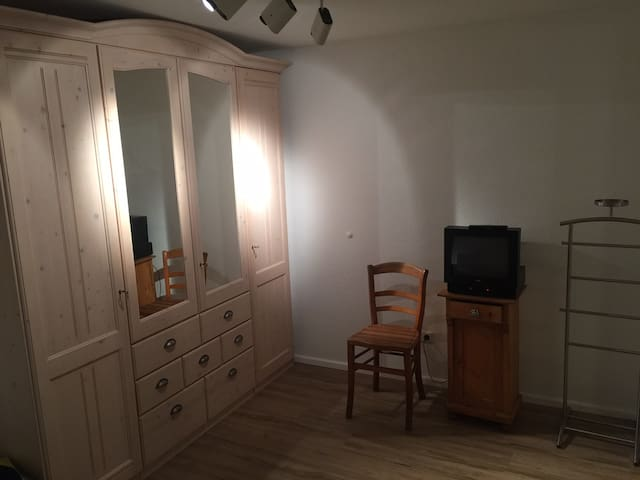 Gemütliches, sehr ruhiges Zimmer in Hildesheim - Hildesheim - Casa adossada