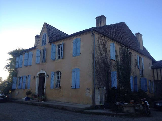 historic country house in Aignan, le gers - Aignan - Bed & Breakfast
