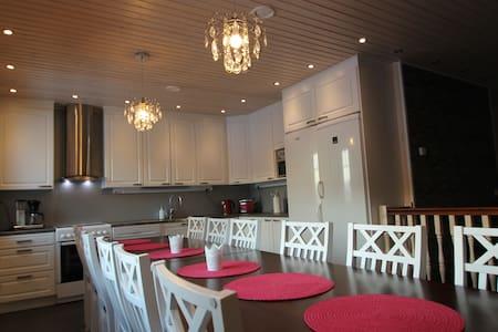 Villa Kupsala, 6 bedrooms villa,free wifi - Juva