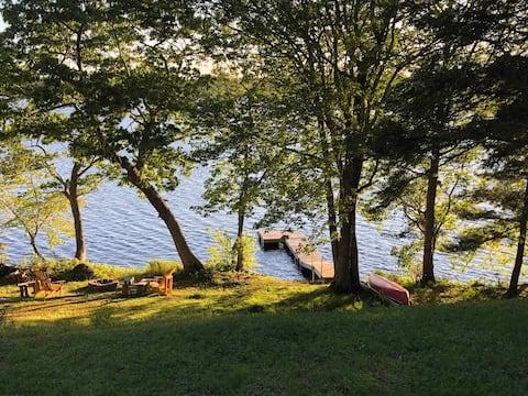 Sun-kissed Lakefront Getaway