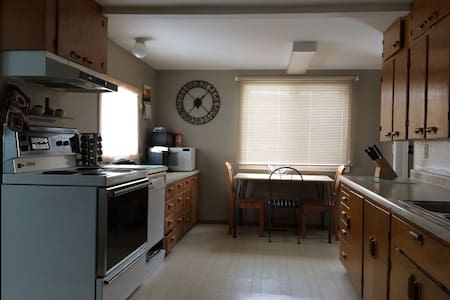 2 Bedroom House in Rocky Mtn. House - Rocky Mountain House - Дом