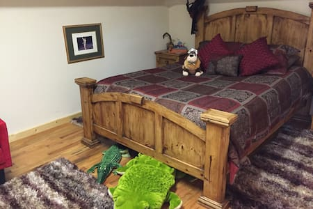 Peter Pan Theme/Queen Bed/Attic Style/Fun Stay - Hus