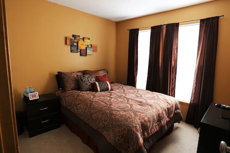 Clean, Quiet, and Cozy!   - Olathe - Casa