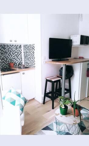 Little charming studio apartment in 17th of Paris
