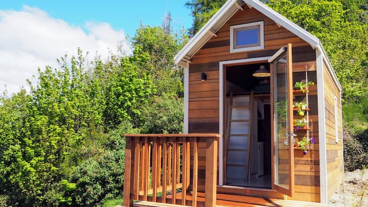Tinyhouse lovers rejoice. Views are incredible.
