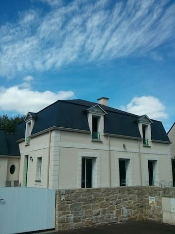 Villa Mc Gregor, along to Saint-Malo and Jersey