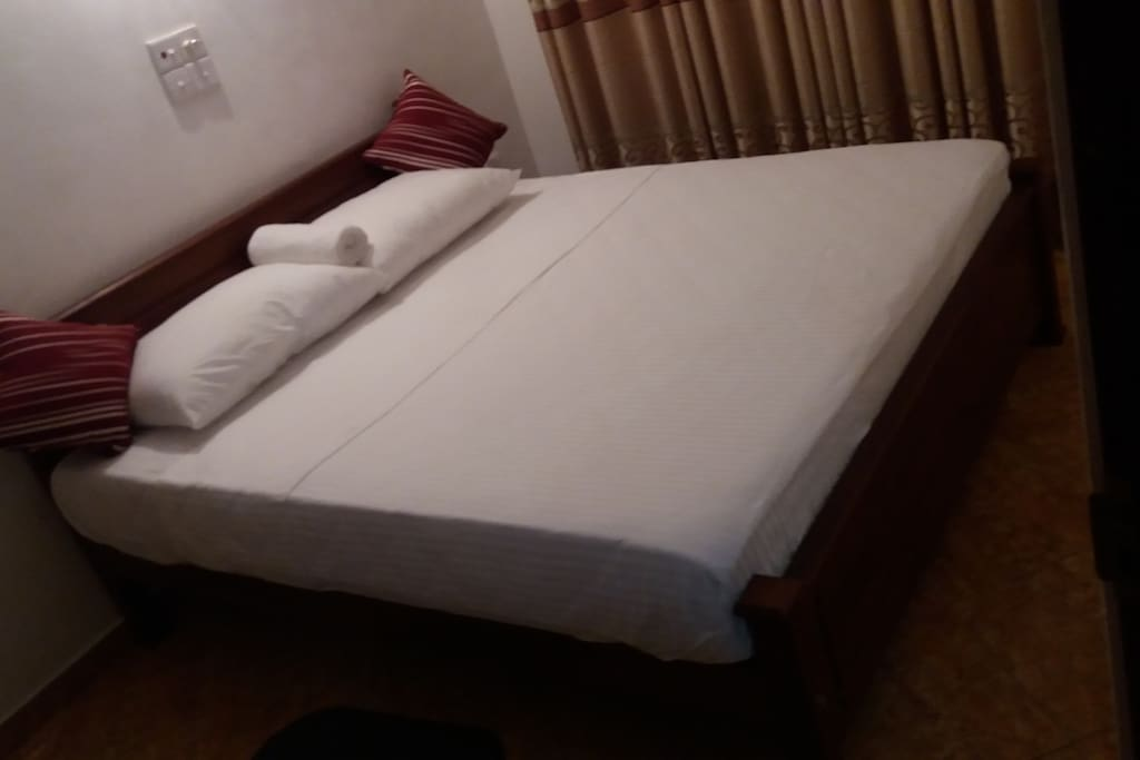 Large double bed (budget double room)