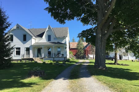 Farmhouse with big red barn view. Beach/wine tours