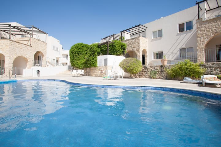 Spacious & Modern 2 Bedroom Apartment in Peyia.