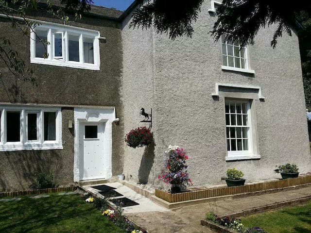 Gorgeous, Modern, 16th Century, B&B - Barrow in Furness  - Bed & Breakfast