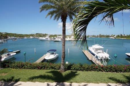 Yacht Club Marina Suite