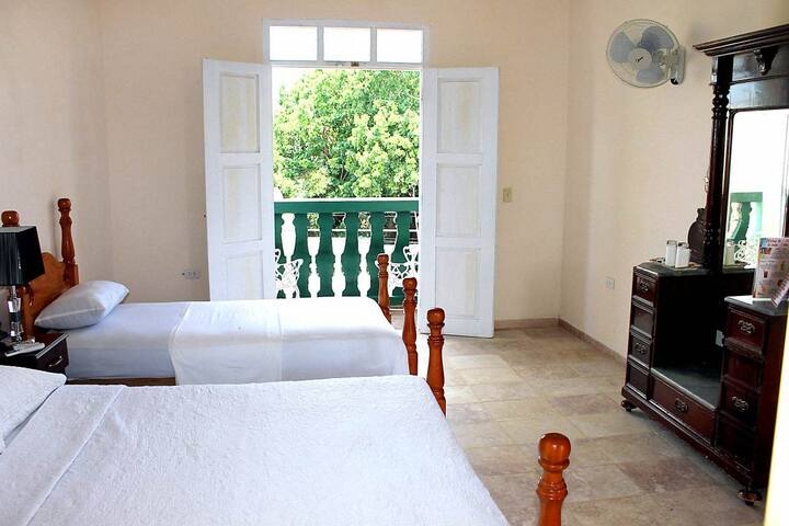 Hostal Casa Jose y Fatima (Hab 3) - Trinidad - Bed & Breakfast