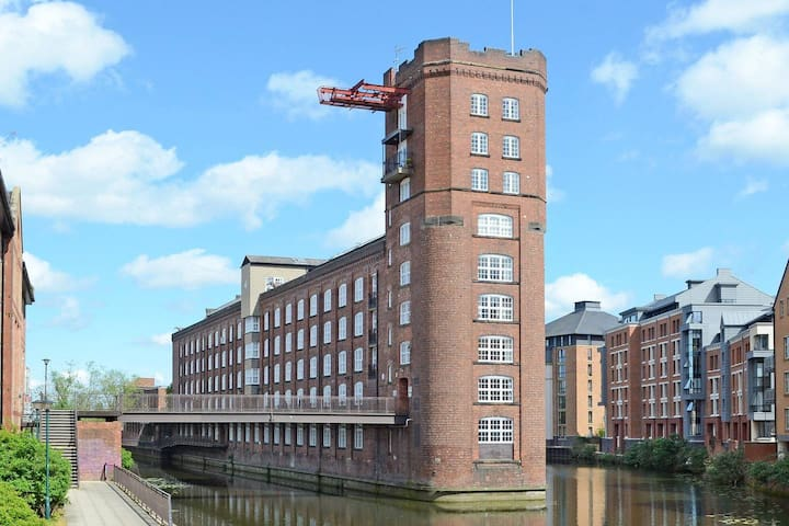 Riverside Studio Apartment Close To City Centre