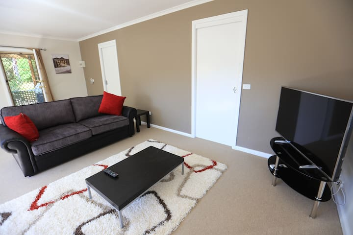 One Bedroom Cottage - Acton Park - Apartment