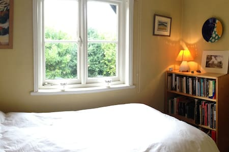 Single room in Knutsford.